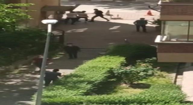 Genç kızı taciz ettiği iddia edilen şahsı yakalayıp yumrukladılar