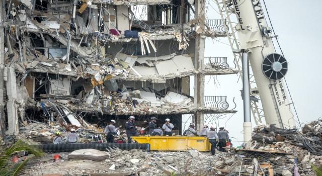 Florida'da çöken binada can kaybı 12'ye yükseldi
