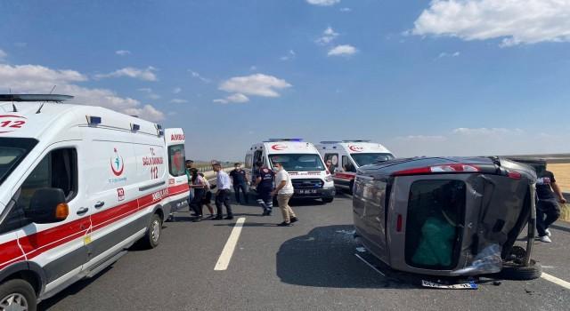 Aksaray'da hafif ticari araç ile otomobil çarpıştı: 7 yaralı