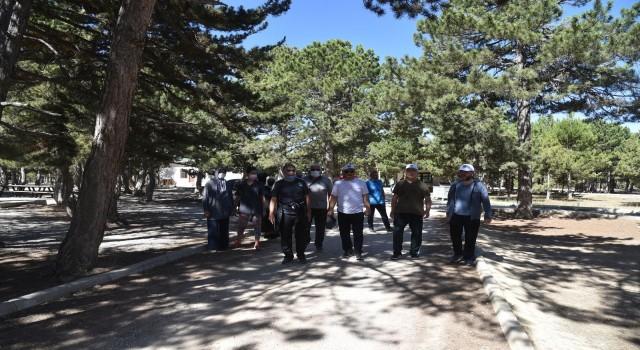 Rektör Namık Ak, sağlıklı yaşam için üniversite personeli ile yürüdü