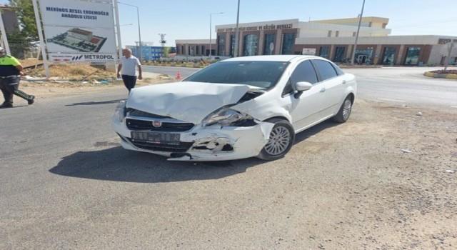 Adıyaman'da otomobil ile minibüs çarpıştı: 5 yaralı