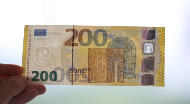 Almanya'da selde kirlenen 51 milyon Euro değerindeki banknotlar yenileriyle değiştirildi