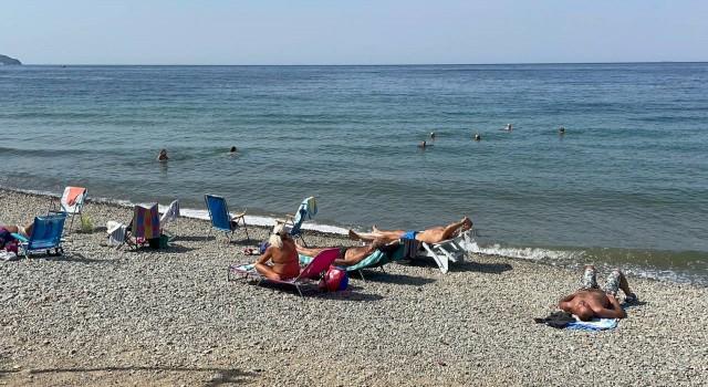 Yaz bitmesine rağmen plajlar dolu