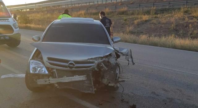 Otomobil bariyere çarptı: 6 yaralı