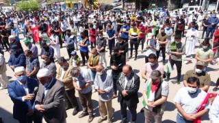 Bin kişi ile İsrail'i protesto edip, gıyabi cenaze namazı kıldılar