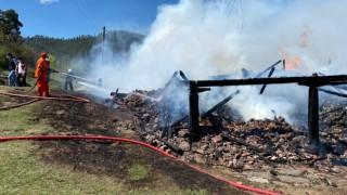 Bomba gibi patlayan piknik tüpünden yangın çıktı: 1 ölü
