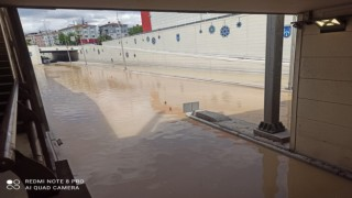 Başkent'te alt geçidi su bastı