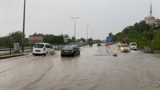 Karabük'te sağanak sonrası yollar göle döndü