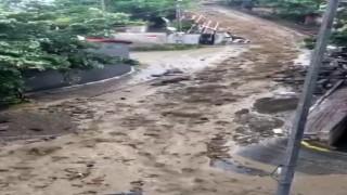 (Özel) Şişli'de yağış sonrası sokakta seli aratmayan görüntü oluştu