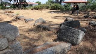 Akyaka'da tarihi kaleden sonra 2 kilise bulundu