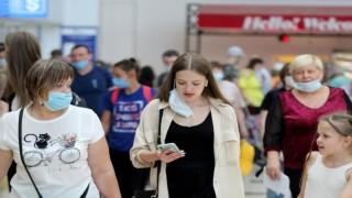 Antalya'ya hafta sonu 683 uçakla 128 bin turist geldi