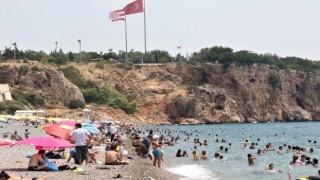 Dünyaca ünlü sahil adeta doldu taştı, sosyal mesafe unutuldu