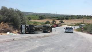 Mersin'de işçi servisi devrildi: 2 yaralı