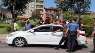 Dur ihtarına uymayarak kaçan otomobilden 6 kaçak göçmen çıktı