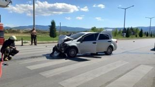 Gediz'de ihbara giden polis otosu otomobille çarpıştı: 5 yaralı