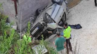 Hatay'da otomobil evine bahçesine düştü: 3 yaralı
