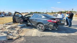 İki otomobil çarpıştı: 1 ağır 5 yaralı