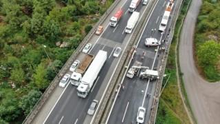 TEM'de 9 araç birbirine girdi, İstanbul istikameti trafiğe kapandı: 4 yaralı
