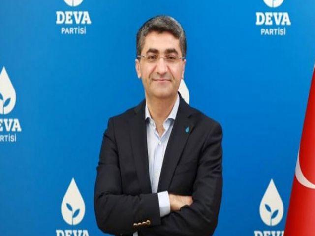 Ekmen, suç örgütü lideri Sedat Peker'in videolarını yorumladı.